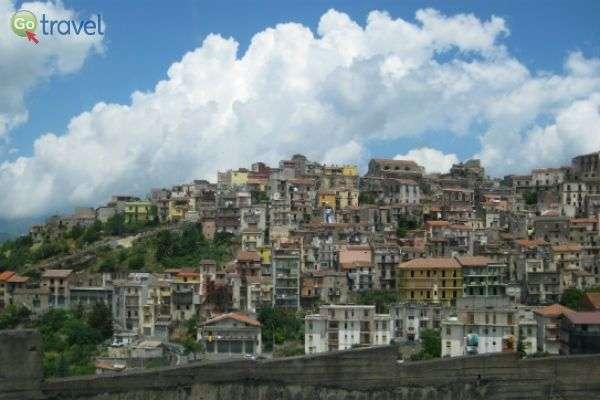 נופי סיציליה - בתים מקסימים והרבה ירוק (צילום: מירה איתן)