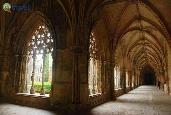 עיטורי חלונות בסגנון מנואליני במנזר טומאר (צילום: כרמית וייס)