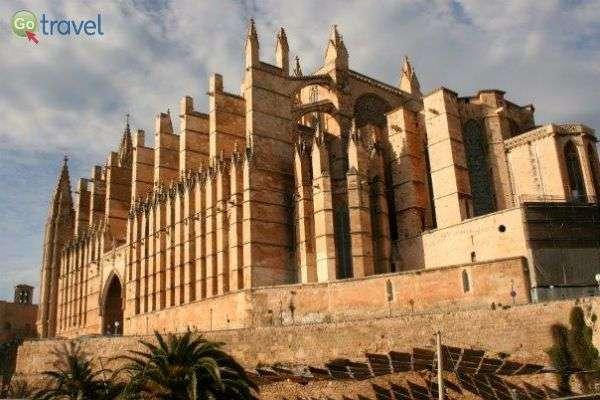 """קתדרלת העיר העתיקה פלמה דה מיורקה (צילום: ד""""ר שלמה צדקיהו)"""