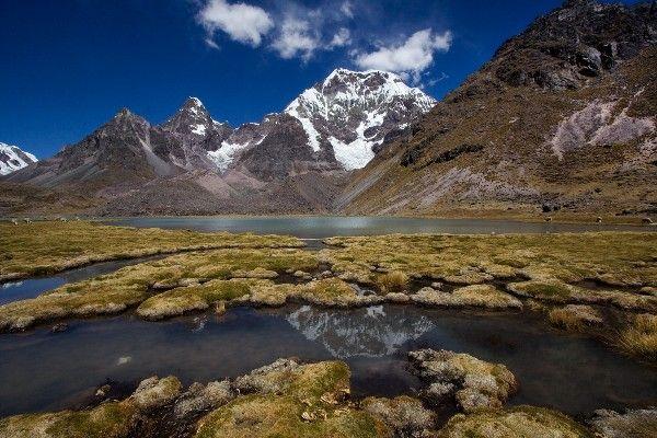 ההר המושלג והמרשים אוסנגטה בלב רכס וילקאנוטה, פרו (צילום: Aaron Kor)