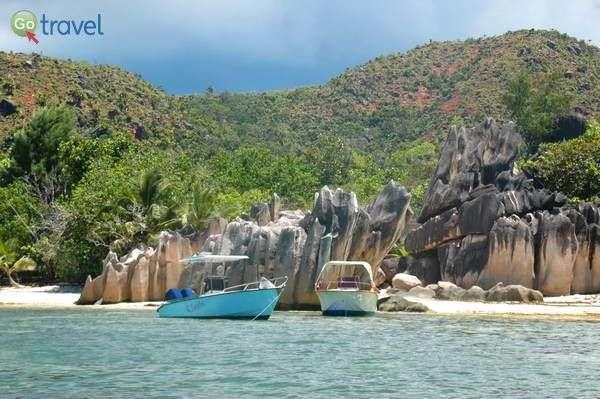סירות עוגנות באי פרלין היפהפה  (צילום: רמי דברת)