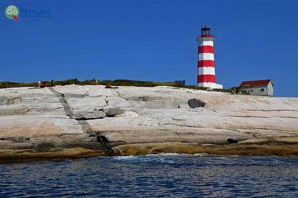 המגדלור על האי למול חופי הליפקס  (צילום: Dennis Jarvi)