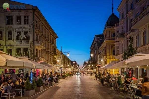בתי קפה ומסעדות במדרחוב פיוטרקובסקה  (באדיבות: לשכת התיירות של לודג')