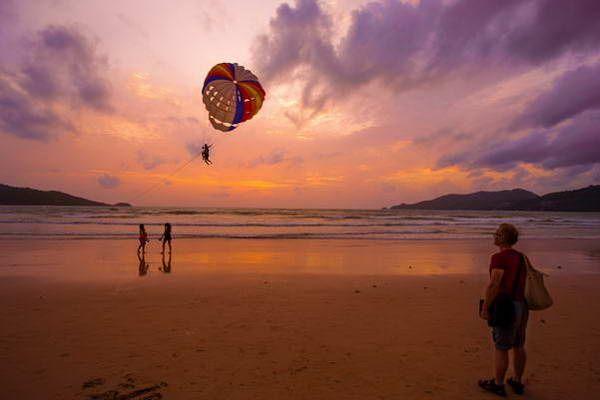 ספורט ימי בחוף פטונג  (צילום: Peter Cartledge)