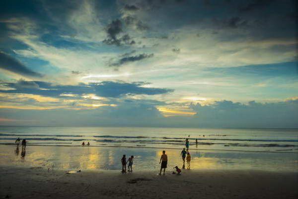 שקיעה על חוף פטונג  (צילום: Ângelo Pereira)