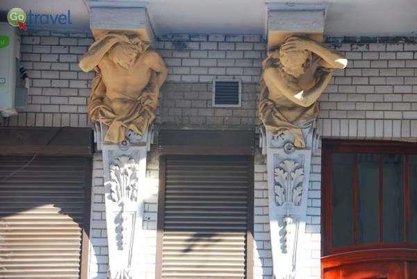 לא קל לסחוב בניין כך הרבה שנים... (צילום: כרמית וייס)