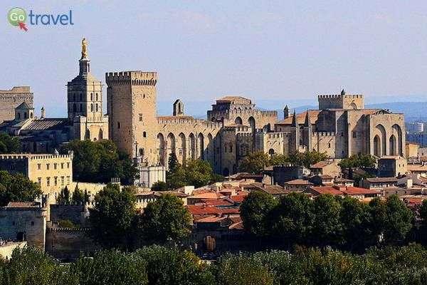 ארמון האפיפיורים באביניון  (צילום: Jea Marc Rosie)