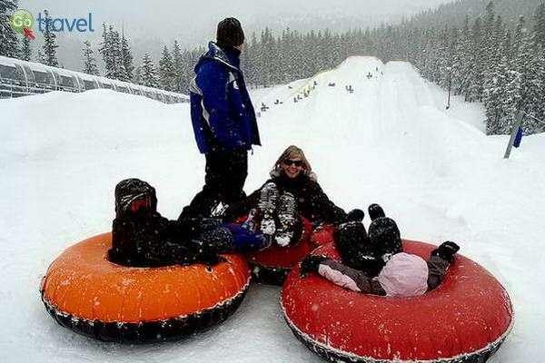 גלישת אבובים על מדרונות הסקי (צילום: David Shankbone)