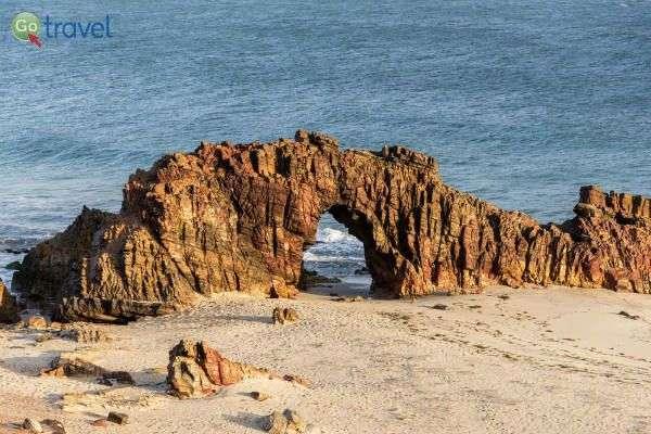קשת האבן שבג'רי, לרומנטיים שבינינו (צילום: אסף כהן)