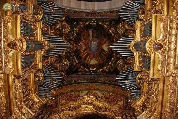 שני העוגבים בקתדרלה של בראגה  (צילום: כרמית וייס)