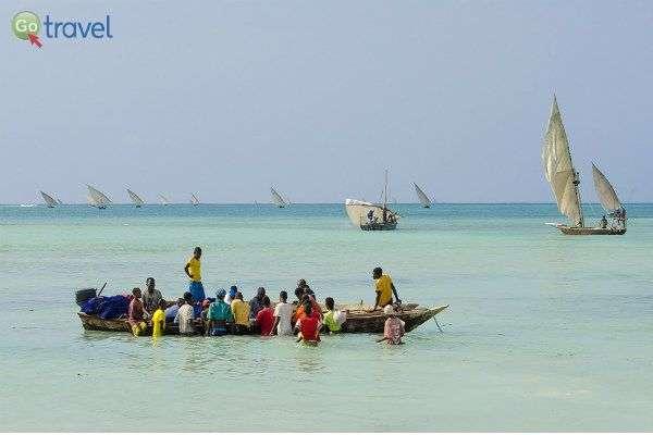 בזנזיבר שומרים על הדייג בסירות מסורתיות (צילום: תמי סומברג)