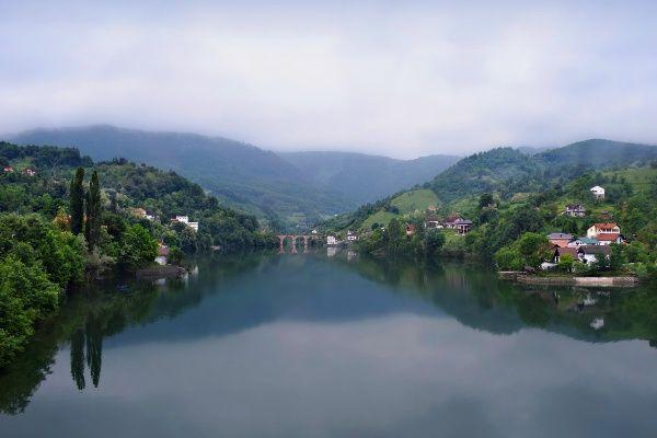 העיירה קונייץ על נהר נרטבה (צילום: Jocelyn Erskine-Kellie)
