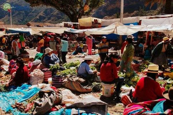 השוק הפרואני הוא המקום שבו הכל קורה... (צילום: LWYang)