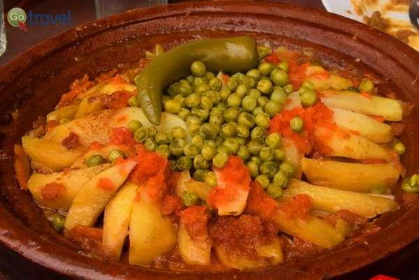 טאג'ין ירקות   (צילום: כרמית וייס)