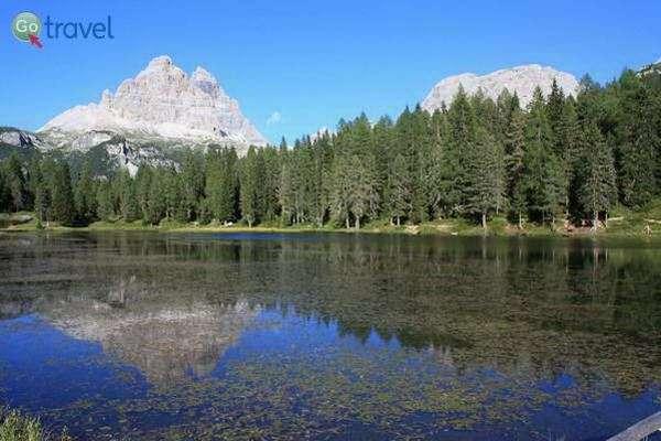 אגם קטן עם השתקפות של סלעי הדולומיטים  (צילום: breedingfra)