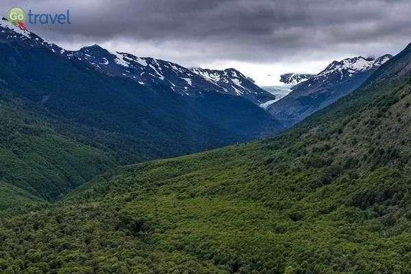 קרחון מוסקו מעל העיירה וייה או'היגינס (צילום: sergejf)