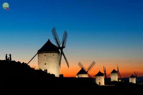 טחנות רוח מאפיינות את נוף החבל (צילום: Turismo Castilla-La Mancha)