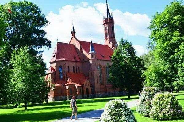 כנסייה מלבנים אדומות  (צילום: כרמית וייס)