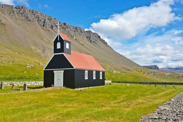 כנסייה בודדת על החוף (צילום: נטע קלימי עילם)
