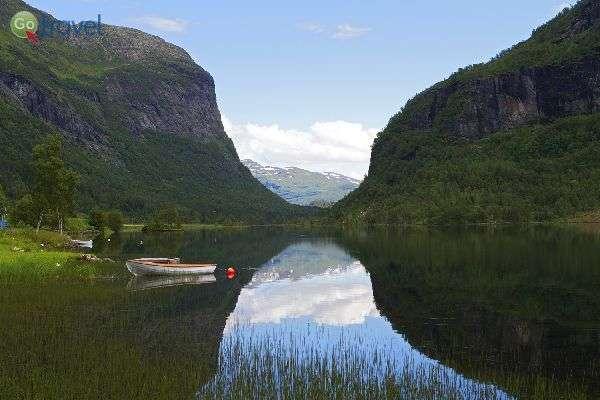 האגם שסמוך לכפר אולביק (צילום: נורית פרח)