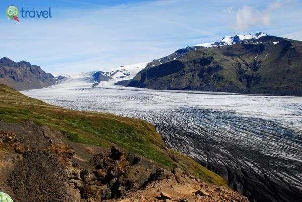 """ה""""לשון"""" של קרחון סקפטפל יורדת מכיפת הקרח ואטנאיוקול  (צילום: ארנון רומן)"""