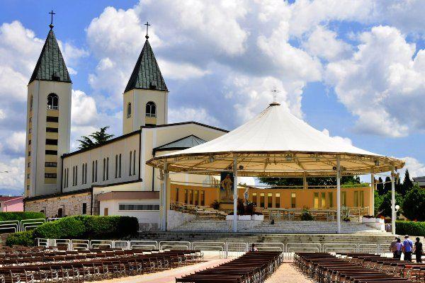 הכנסייה במדז'וגורייה - העיירה של הבתולה מריה (צילום: gnuckx)