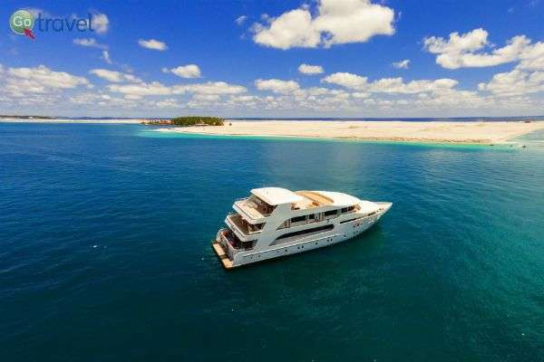 ספינת צלילה מפנקת בדרכה ללגונה (ציולם:ADORA)