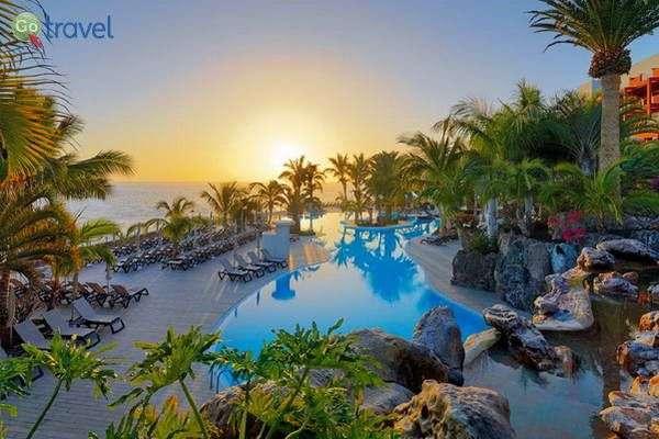 מלון מדהים לחופי טנריף  (Adrian Hoteles Roca Nivaria)
