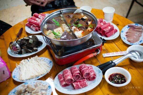 ארוחת הוט-פוט - הסועדים הם גם הטבחים (צילום: KanKaiEn)