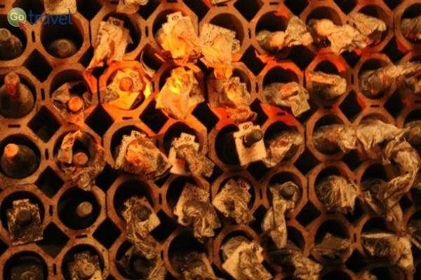 """""""כוורת"""" יינות היסטוריים, מעין ארכיון יין. לכל יקב מכובד יש כזה (צילום: איש הענבים)"""