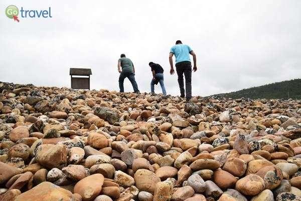 האבנים של מחפשי הזהב  (צילום: כרמית וייס)