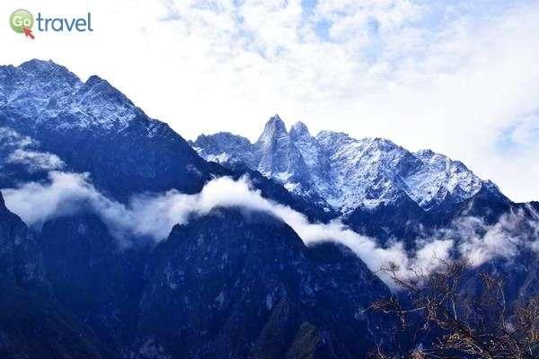 מישהו ריסס את ההרים בספריי כסוף  (צילום: כרמית וייס)