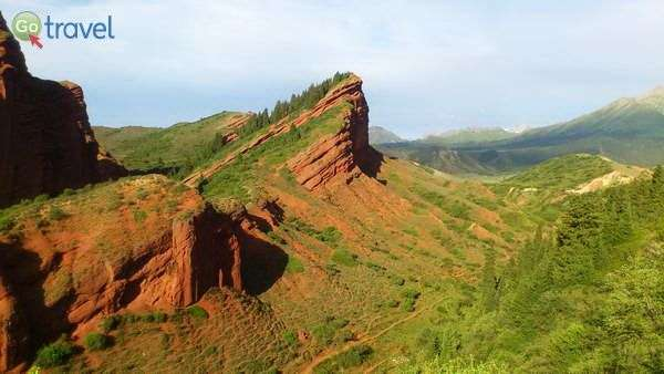 גבעות אבן החול האדומה של קניון ג'טי אוגוז (צילום: צביקה אמדור)