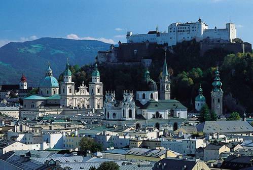 המצודה מעל העיר העתיקה, זלצבורג, אוסטריה