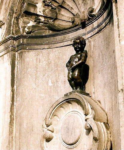 פסל הילד המשתין, בריסל, בלגיה