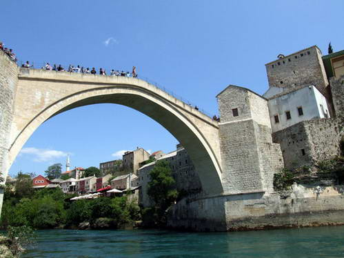 הגשר הישן (המחודש) של מוסטר, בוסניה והרצגובינה