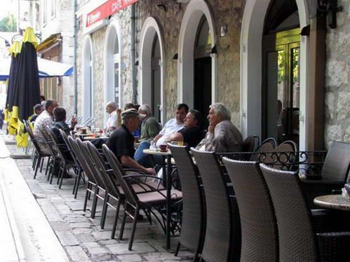 הגברים בבית הקפה, בוסניה והרצגובינה