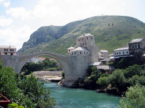 הגשר העתיק המשוחזר של מוסטר, בוסניה והרצגובינה