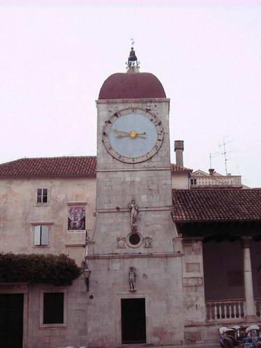 טרוגיר, מגדל השעון