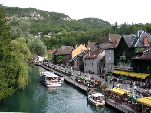 שאנאז, על גדות תעלת Canal de Savières