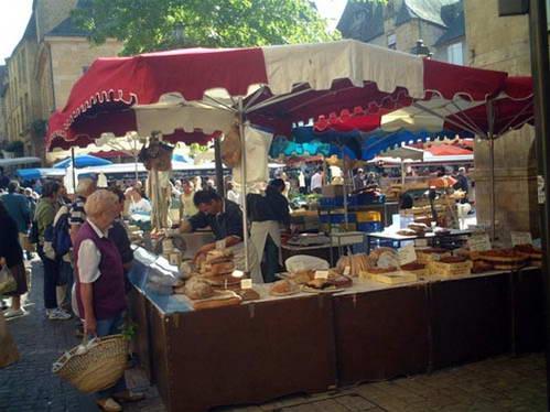 גבינות צרפתיות, אחדות נקראות על שם מחוזות ומקומות בצרפת