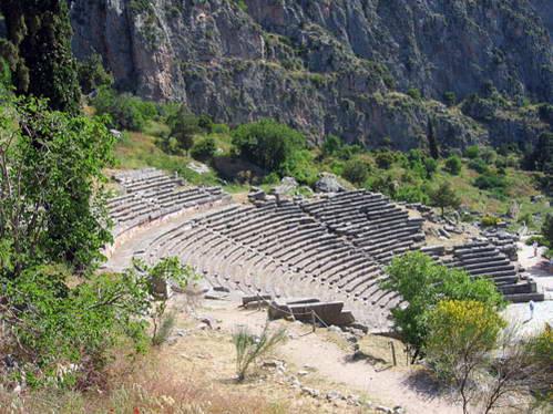 אמפיתאטרון דלפי, צפון יוון