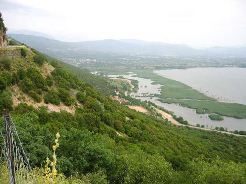 תצפית על יואנינה ואגם פאמבוטיס, צפון יוון