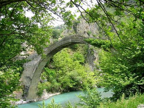 גשר עות'מני עתיק בחבל זגוריה, צפון יוון