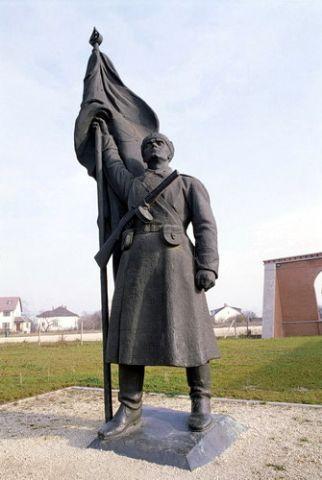החייל שעמד לרגלי פסל רוח החירות, בודפשט