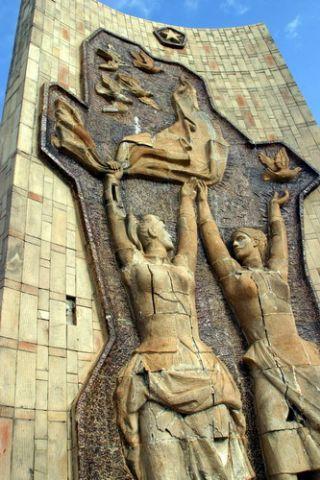סמלי הפטיש, המגל והכוכב הסובייטי בבודפשט