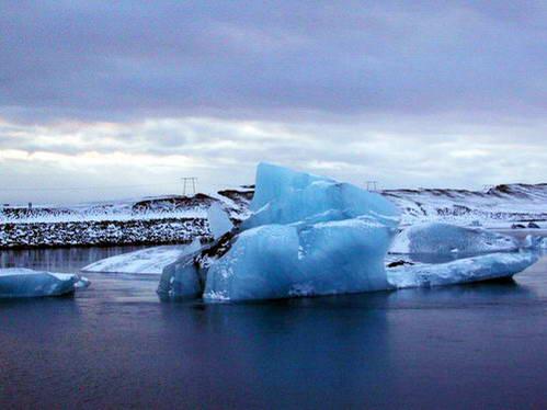 קרחון שניתק וזורם לים, איסלנד