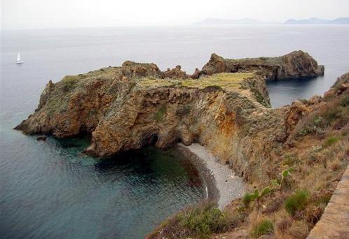 האי פנריאה, האיים הליפאריים, איטליה