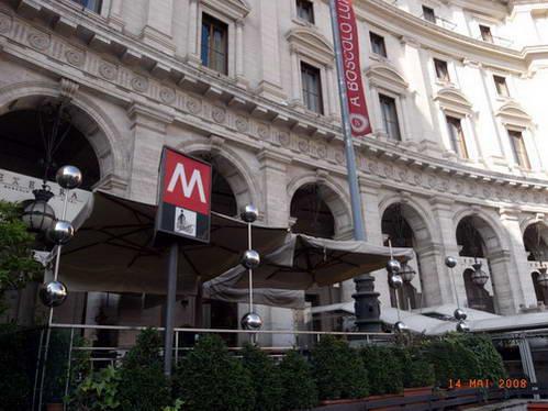 הכניסה למטרו בפיאצה רפובליקה, רומא