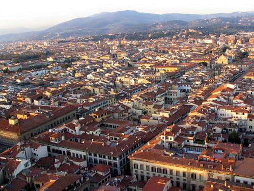 תצפית מכיפת הדואומו לעבר גגות פירנצה